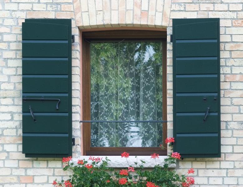Falegnameria artigiana agnolon finestre e porte in legno pordenone - Finestre esterne in alluminio ...
