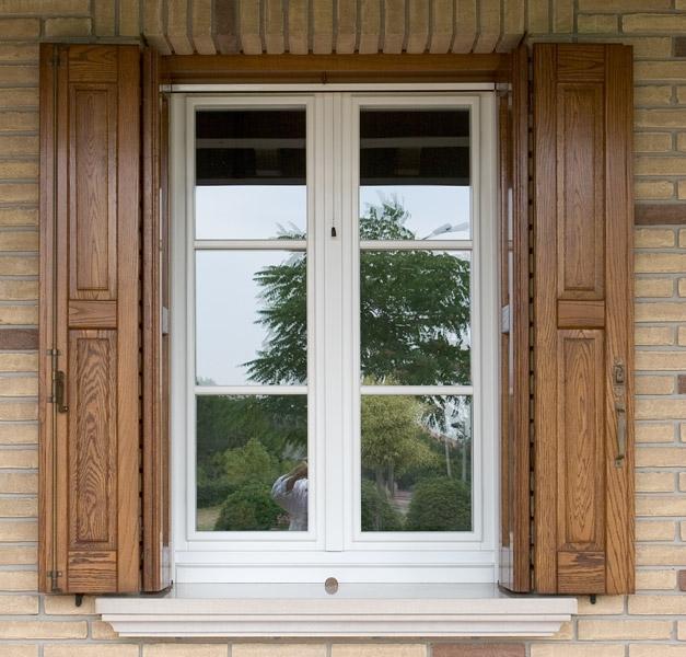 Falegnameria artigiana agnolon finestre e porte in legno pordenone - Vetri a specchio per finestre ...